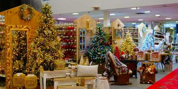 Scegliere le luci dell'albero di Natale: un momento divertente da passare in famiglia